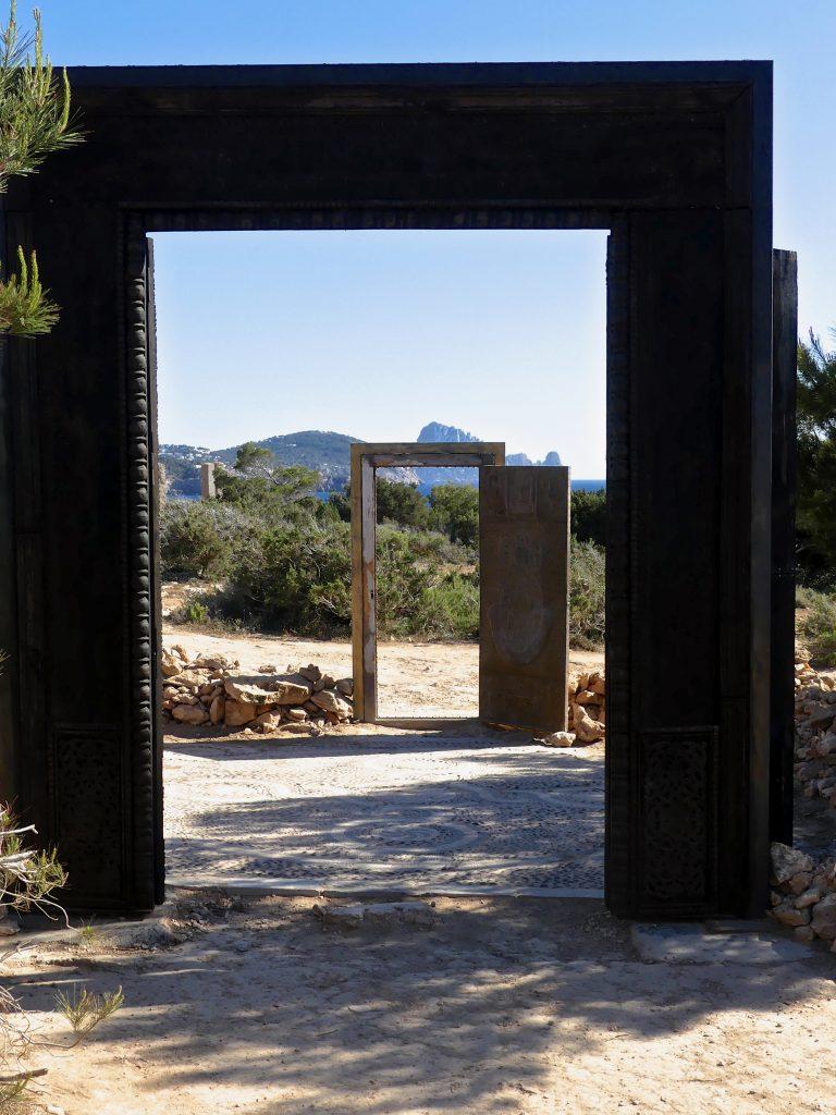 prospettiva tra le porte ad Ibiza